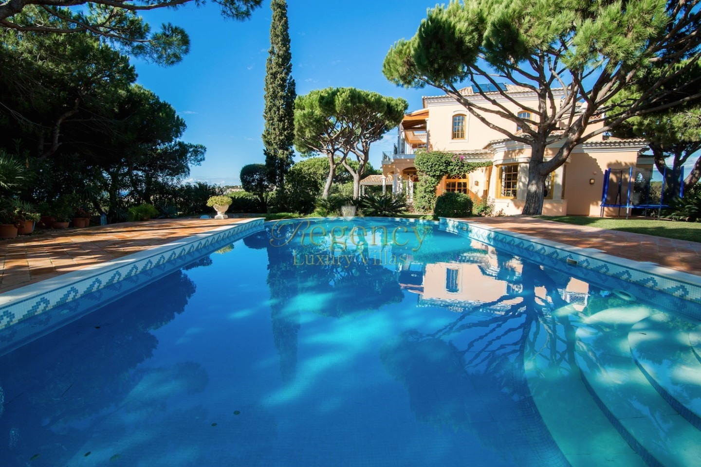 Luxury Elegant Villa With 4 Beds To Rent In Vale Do Lobo 1