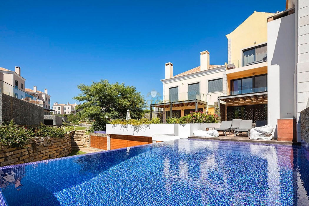 4 bedroom apartment to rent in Vale do Lobo