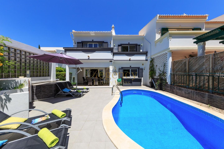 Villas To Rent In Vale Do Lobo Near The Praca Algarve Portugal