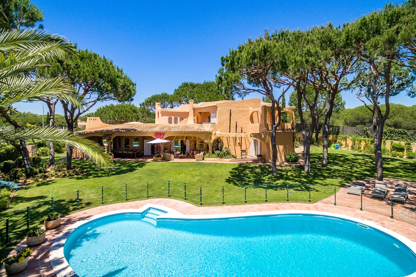 Modern Luxurious Property With Pool To Rent In Vilamoura Algarve