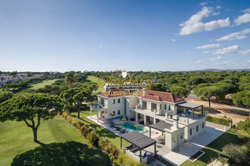 Luxury Villa to rent in Vale do Lobo | 6 Bedrooms